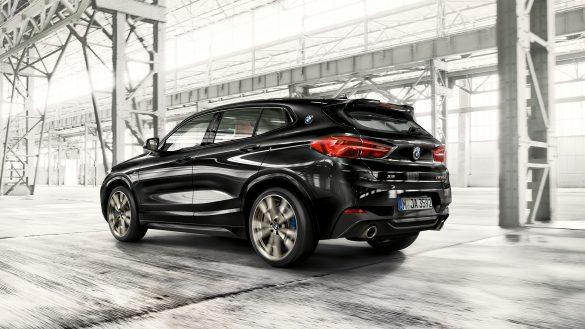 BMW X2 M35i von links hinten