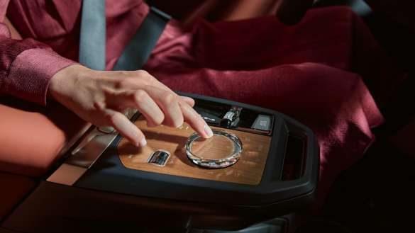 BMW iX MIttelkonsole
