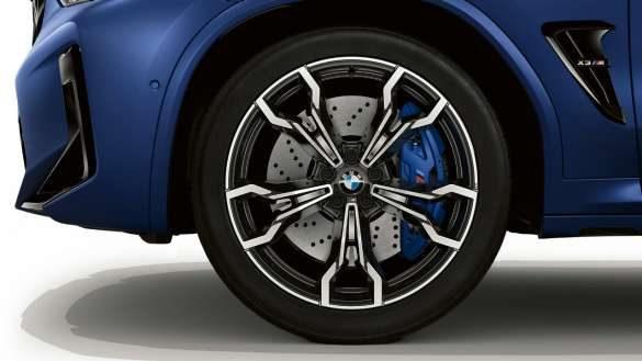 "BMW X3 M Competition F97 LCI Facelift 2021 Frozen Marina Bay Blau metallic 21"" M Leichtmetallräder V-Speiche 765 M Nahaufnahme"